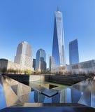 NEW YORK CITY - 17 DE ABRIL: El monumento de NYC 9/11 en el CEN del comercio mundial Fotografía de archivo