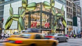 NEW YORK CITY - 29 DE JULHO DE 2014: Loja de H&M em New York Foto de Stock Royalty Free