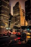 NEW YORK CITY - 21 DE JULHO: Tráfego rodoviário na noite o 1º de julho de 2015 em New York Fotografia de Stock Royalty Free