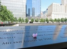 New York City - 21 de junio de 2017 - 9 11 monumento en el World Trade Center, punto cero Fotos de archivo