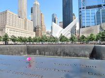 New York City - 21 de junio de 2017 - 9 11 monumento en el World Trade Center, punto cero Imágenes de archivo libres de regalías