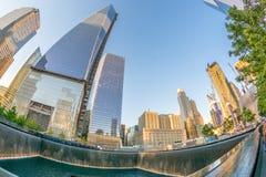 NEW YORK CITY - 23 DE MAYO: El monumento de NYC 9/11 en el comercio mundial Cente Fotografía de archivo