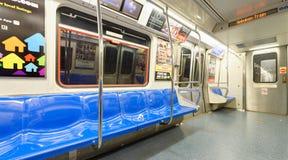 NEW YORK CITY - 23 DE OCTUBRE DE 2015: Interior del metro E Fotos de archivo libres de regalías
