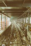 NEW YORK CITY - 23 DE OUTUBRO DE 2015: Interior da estação de metro e Imagem de Stock