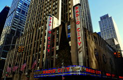 New York City: De radio teatro de variedades la ciudad Imagen de archivo libre de regalías