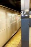 NEW YORK CITY - 1 DE SEPTIEMBRE: Carro del subterráneo el 1 de septiembre de 2013 Fotografía de archivo