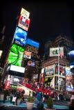 NEW YORK CITY - December 25, 2010: Times Square med LEDDE annonser på Broadway på natten, Manhattan på December 25, 2010 i New Yo Arkivfoto