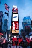 NEW YORK CITY - December 25, 2010: Times Square med LEDDE annonser på Broadway på natten, Manhattan på December 25, 2010 i New Yo Royaltyfria Foton