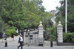 New York City, el 2 de agosto: Ciudad Hall Park de Manhattan en New York City fotografía de archivo