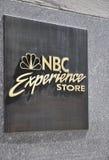 New York City, el 2 de agosto: Logotipo del NBC de la plaza de Rockefeller en Manhattan en New York City Imágenes de archivo libres de regalías