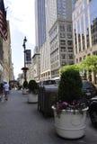 New York City, el 2 de julio: Acera en Fifth Avenue en Manhattan de New York City en Estados Unidos Imágenes de archivo libres de regalías