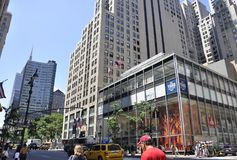 New York City, el 2 de julio: Rascacielos en Fifth Avenue en Manhattan de New York City en Estados Unidos Fotografía de archivo libre de regalías