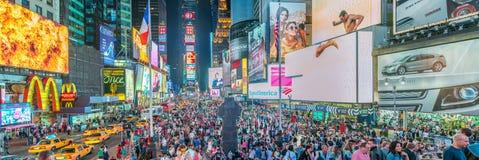 NEW YORK CITY - EM JUNHO DE 2013: Noite do adsat do Times Square New York em Fotografia de Stock