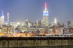 New York City em a noite Ideia aérea das luzes de Manhattan, EUA Fotos de Stock