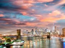 New York City em a noite Ideia aérea das luzes de Manhattan, EUA Fotografia de Stock Royalty Free