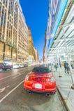 NEW YORK CITY - EM SETEMBRO DE 2015: Tráfego na cidade na noite Ne Imagem de Stock