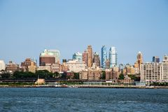 New York City/Etats-Unis - 14 juillet 2018 : L'horizon du centre de Brooklyn luttent photos stock