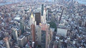 New York City, Etats-Unis - 16 juin 2018 : Tir aérien de New York et d'horizon à la soirée d'été banque de vidéos