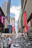 New York City, EUA, o 19 de junho de 2017 turistas que sightseeing em N Y em um ônibus do ar livre - uso editorial somente Imagens de Stock Royalty Free