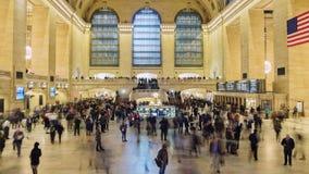 New York City, EUA - OKTOBER 26, 2016: Estação de Grand Central no lapso de tempo de New York City com povos borrados 4K video estoque