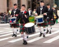 Dagen för St. Patricks ståtar NYC Arkivbild