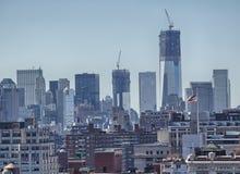 NEW YORK CITY - FEBRUARI 24: Sikt av Manhattan moderna byggnader, Febr Arkivbilder
