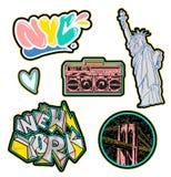 New York City fijó la etiqueta engomada y los remiendos imprimen stock de ilustración