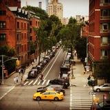 New York City gata med taxin royaltyfria foton