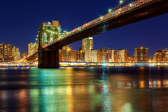 New York City - härlig solnedgång över manhattan med och den brooklyn bron Royaltyfria Foton