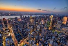 New York City horisont på solnedgången arkivfoto