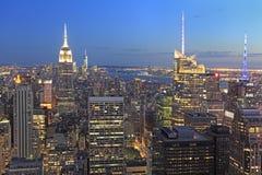 New York City horisont på skymning, NY, USA Arkivbilder