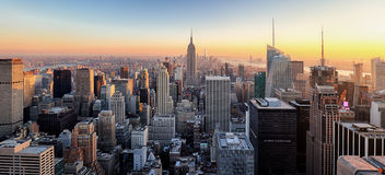 New York City Horizon du centre de Manhattan avec Empir lumineux photos libres de droits