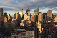 New York City - horizonte de la última hora de la tarde Foto de archivo libre de regalías