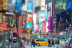 NEW YORK CITY - JANUARI 01 Times Square i New York City och Amerika, Januari 01., 2018 i Manhattan, New York City Arkivfoton