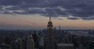 New York City 18 jour 08 2017 au timelapse aérien de la nuit 4K de l'Empire State Building Etats-Unis Coucher du soleil et crépus clips vidéos