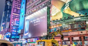 NEW YORK CITY - JUIN 2013 : Foules et trafic de Times Square au Ni Photographie stock