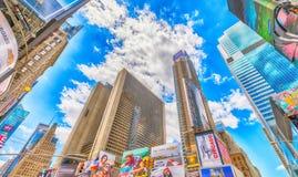 NEW YORK CITY - JUIN 2013 : Times Square, décrit avec Broadway Image stock