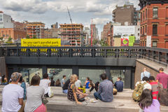 NEW YORK CITY - JULY 29,2014: People resting in High Line Park i Royalty Free Stock Image