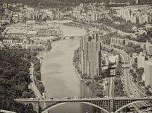 NEW YORK CITY - JUNI 14, 2013: Helikoptersikt av den New York floden Royaltyfri Fotografi