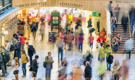 NEW YORK CITY - 10. JUNI 2013: Touristen und Einheimische im großartigen Cent Lizenzfreie Stockfotografie