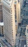 NEW YORK CITY - 9. JUNI 2013: Vogelperspektive des Plätteisengebäudes Lizenzfreie Stockfotos