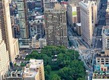NEW YORK CITY - 9. JUNI 2013: Vogelperspektive des Plätteisengebäudes Stockbild