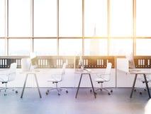 New York City kontor med stora fönster Arkivfoto