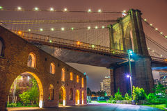 New York City la nuit, pont de Brooklyn Image stock