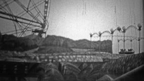 NEW YORK CITY - 1946 : Le tour de roue de la merveille de Coney Island était un coup énorme parmi des ados banque de vidéos