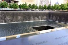 New York City, los E.E.U.U. - 14 de agosto de 2014: 9/11 monumento en el punto cero, Manhattan, conmemorando el attentado terrori Fotos de archivo