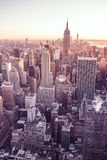 New York City - los E.E.U.U. Vista al horizonte céntrico del Lower Manhattan con Empire State Building y los rascacielos famosos  fotografía de archivo libre de regalías
