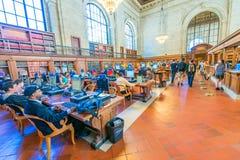 NEW YORK CITY - 20 MAI : Intérieur de bibliothèque publique de New York sur M Photo stock