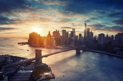 New York City - Manhattan efter solnedgången som är härlig Arkivbilder