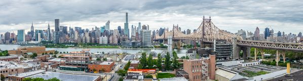 New York City Manhattan panorama, Queensborough bro, Roosevelt Island Royaltyfri Foto